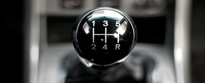 Manual-or-Automatic-Which-Transmission-Is-More-Efficient-700x357